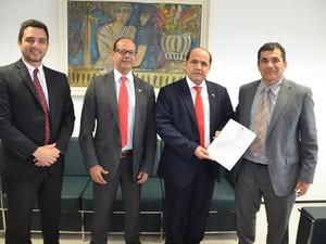 Lindonjonson Gonçalves apresentou ao PGJ e membros da Administração Superior resultado do acordo judicial (Foto: Johelton Gomes / MPMA)