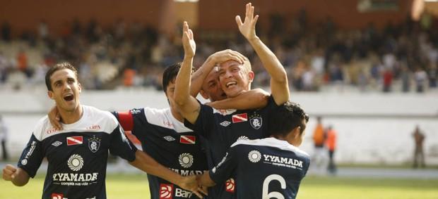 Remo saiu na frente, com gol do zagueiro Raphael Andrade (Foto: Marcelo Seabra/O Liberal)