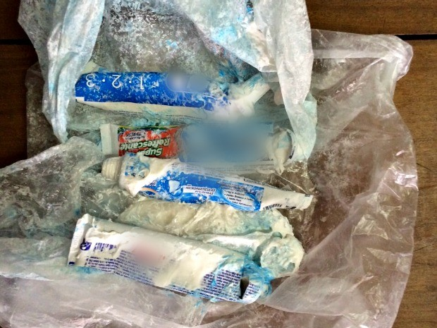 Maconha em tubos de creme dental (Foto: PC/Divulgação)