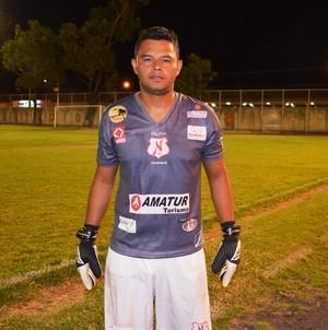 Um dos nomes do jogo, o goleiro do Nático-RR, Stanley (Foto: Nailson Wapichana/GloboEsporte.com)