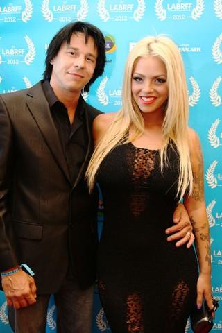 Coyote Shivers e Mayra Dias Gomes no Los Angeles Brazilian Film Festival (Foto: Lívia Whippich / Divulgação)