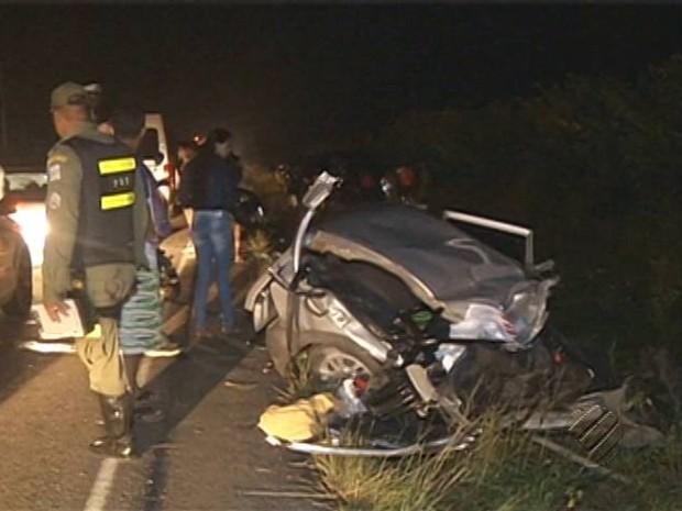 Carro em que a família estava colidiu com uma van. Todos morreram na hora. Castanhal acidente (Foto: Reprodução/TV Liberal)