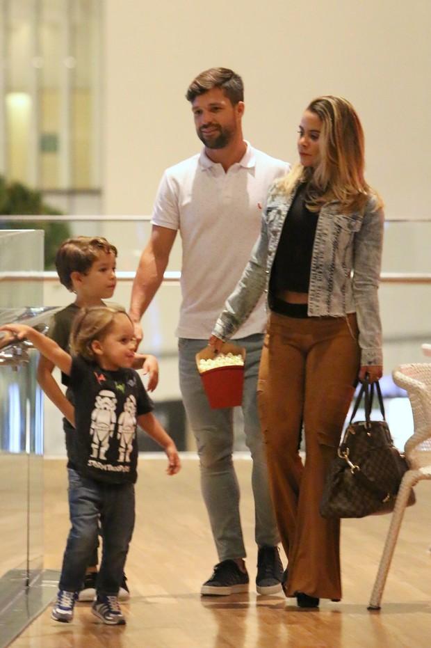 Diego com a mulher o filho (Foto: Fabio Moreno/Agnews)
