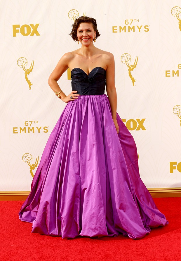 Maggie Gyllenhaal no Emmy Awards (Foto: Getty Images)