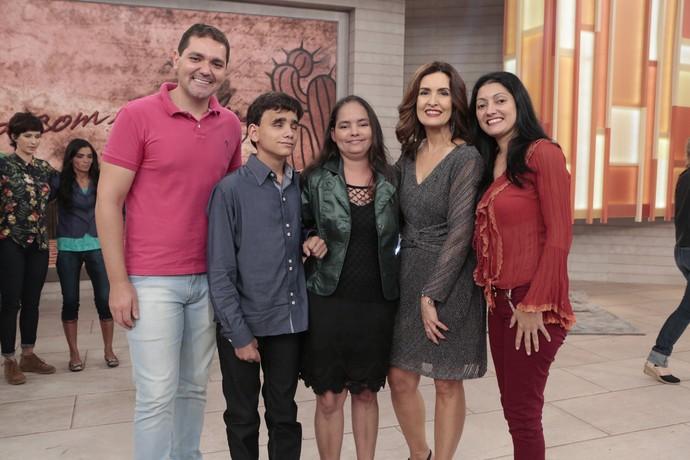 A apresentadora com convidados que participaram do programa  (Foto: Felipe Monteiro/Gshow)