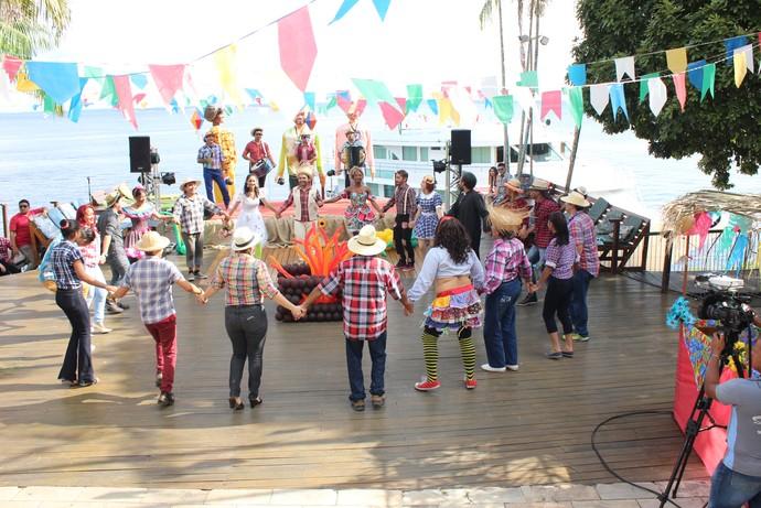 Convidados participam da quadrilha (Foto: Katiúscia Monteiro/ Rede Amazônica)