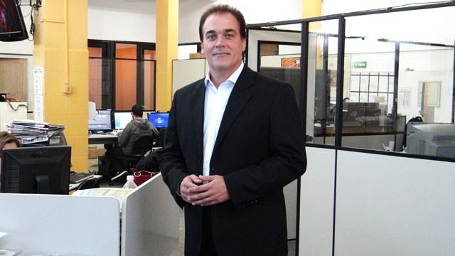 Tony Lamers, apresentador do Jornal da Tribuna 1ª edição (Foto: Priscila M. Martinez)