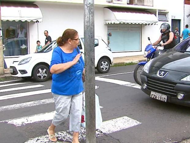 Campanha para estimular cortesia começa no trânsito em Matão (Foto: Reginaldo dos Santos/EPTV)