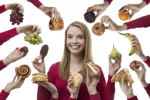 Gastar mais tempo nas refeições e comer antes de sentir (muita) fome ajudam a resistir às tentações (Foto: Think Stock)