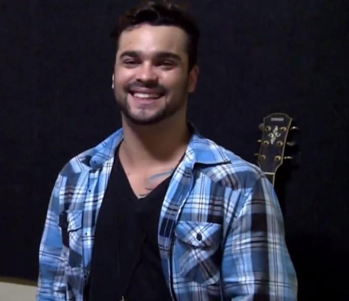 Alexandre Lemos é vocalista de banda carioca (Foto: TV Globo)