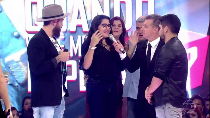 Nathália fica chocada com surpresa preparada pelos pais (Foto: TV Globo)