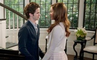Declan e Charlotte lutam para ficarem juntos (Foto: Divulgação / Disney Media Distribution)