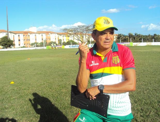 Flávio Araújo diz que atletas não devem se preocupar com cartão (Foto: Afonso Diniz/Globoesporte.com)