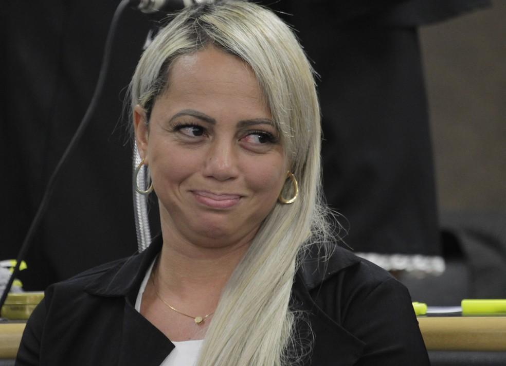Adriana, viúva de Renné Senna, é acusada de planejar a morte do marido (Foto: Severino Silva/Agência O Dia/Estadão Conteúdo)
