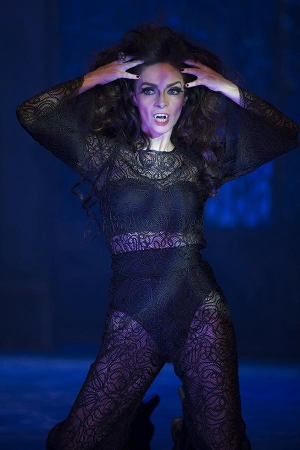 A atriz canta e dança em 2 horas de espetáculo  (Foto: Divulgação )