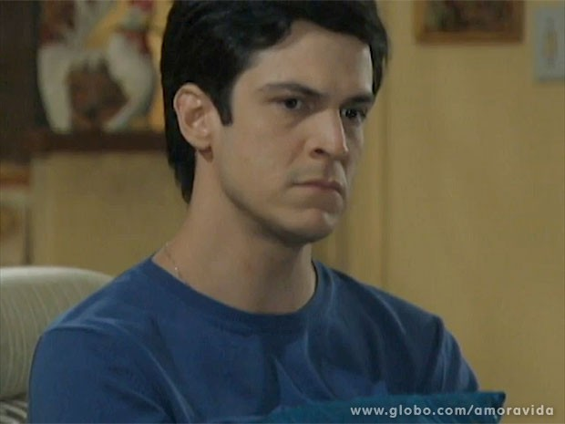 Félix não esperava a visita de Jucelino (Foto: Amor à Vida/TV Globo)