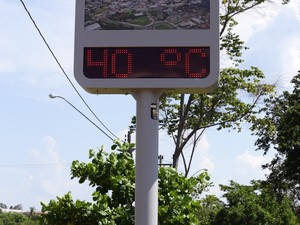 Termômetro marcou 40º em Lins (Foto: J. Serafim / Divulgação)