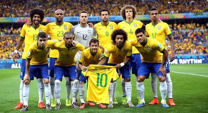 Seleção brasileira com camisa do Neymar na hora do hino (Foto: Jefferson Bernardes / VIPCOMM)