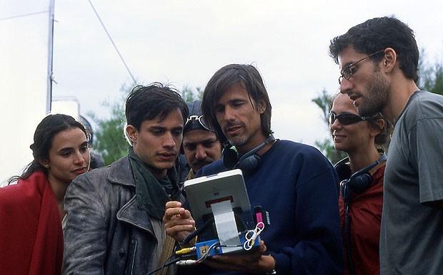 a2822d0e46b1c O ator mexicano Gael García Bernal e o diretor brasileiro Walter Salles  durante as filmagens do