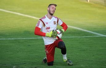 Van Gaal inscreve De Gea e ignora Valdés em lista do Manchester United