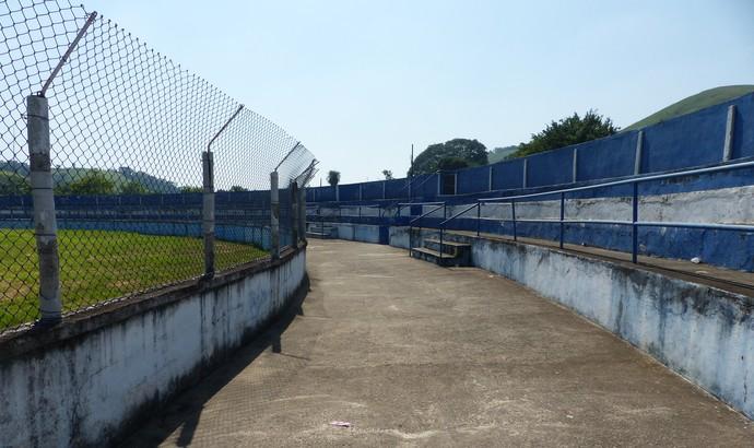 Estádio Leão do Sul, em Barra Mansa (Foto: Thiago Lima)