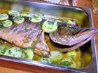 Tucunaré recheado com verduras é opção para almoço; veja como fazer