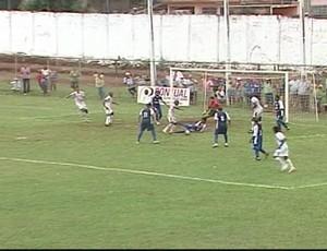 Daisson marcou o gol que garantiu a vitória da Veia, no segundo tempo (Foto: Reprodução/TV Integração)
