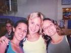 Claudia Leitte mostra foto antiga ao lado de amigas