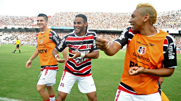 Dênis Marques - Santa Cruz (Foto: Aldo Carneiro/Pernambuco Press)