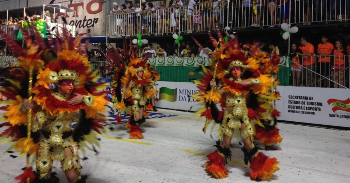 Escolas de Joaçaba investem alto em fantasias para o Carnaval 2015 - Globo.com