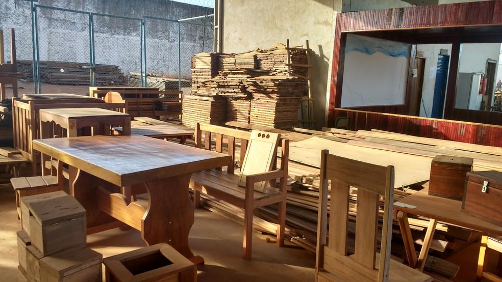 Presos podem trabalhar em marcenaria dentro do Centro de Ressocialização de Cuiabá (CRC), antigo Presídio do Carumbé (Foto: Sejudh/MT)