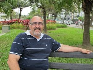 João Cirilo, trabalha com o jardim há 18 anos (Foto: Mariane Rossi/G1)