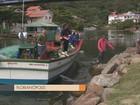 Em protesto, pescadores fecham canal da Barra da Lagoa