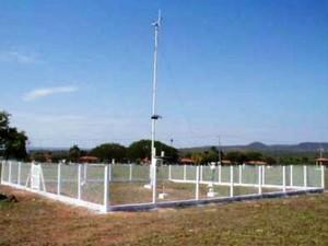 Modelo de estação meteorológica que será instalado em Pompéu (Foto: Inmet/Divulgação)