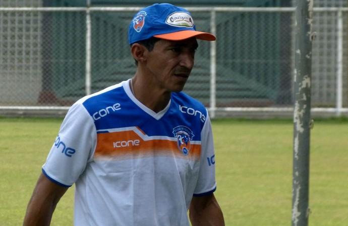 Joaci Moura, coordenador técnico do duque de caxias (Foto: Vitor Costa)
