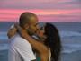 Camilla Camargo troca beijos com o namorado Leonardo Lessa
