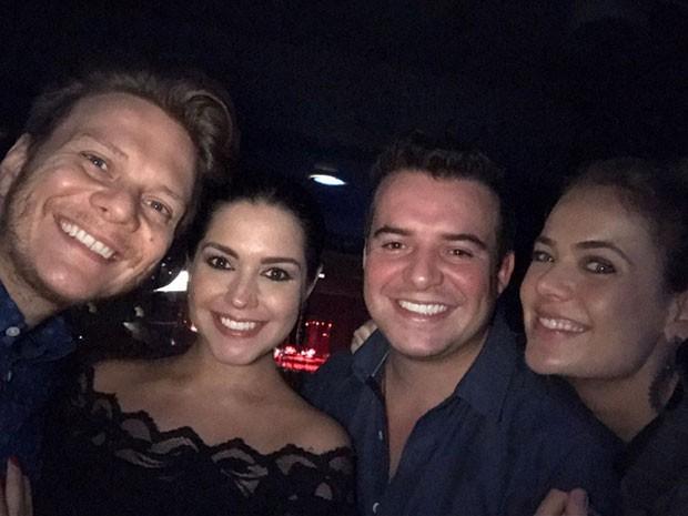 Thaís Fersoza e Michel Teló e Thais Pacholek e o marido, Belutti, em show em São Paulo (Foto: Instagram/ Reprodução)