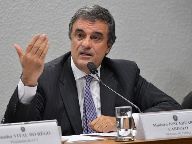 O ministro José Eduardo Cardozo, em audiência pública na Comissão de Constituição e Justiça do Senado (Foto: Wilson Dias / Agência Brasil)