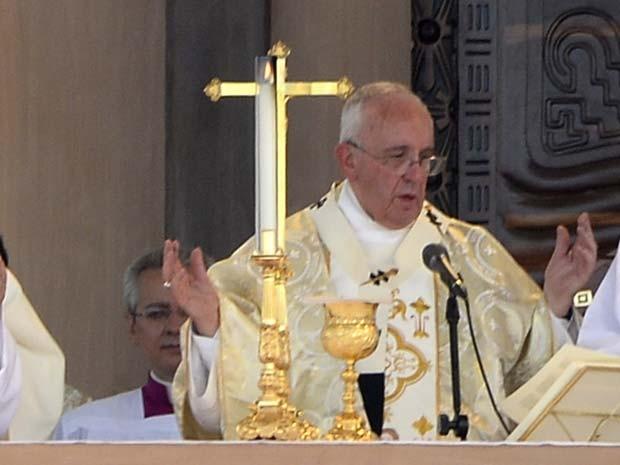 Papa Francisco celebra missa campal nesta segunda-feira (6) em Guayaquil, no Equador (Foto:  AFP PHOTO / JUAN CEVALLOS)