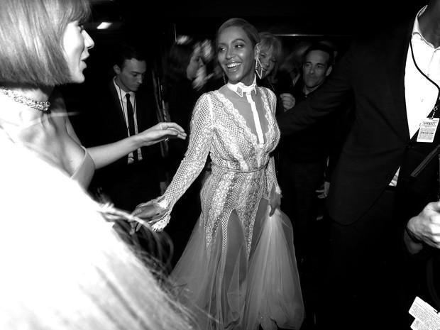 Taylor Swift e Beyoncé no Grammy, em Los Angeles, nos Estados Unidos (Foto: Christopher Polk/ Getty Images/ AFP)