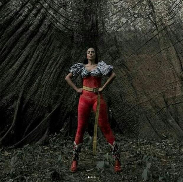 Um dos looks poderosos de Anitta (Foto: Reprodução Instagram)