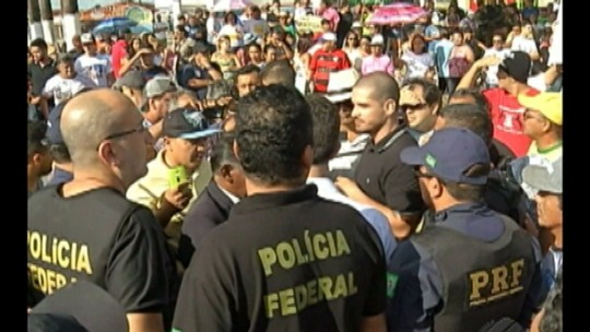 Manifestantes invadem aterro sanitário de Marituba