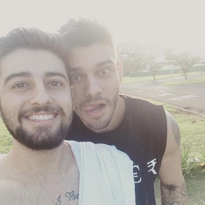 'De personalidade mesmo, nós não parecemos', diz Leandro sobre o irmão Lucas Lucco (Foto: Arquivo Pessoal)