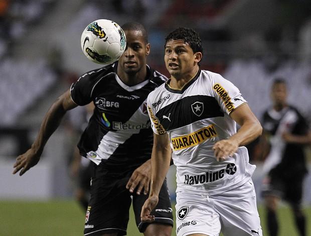 Elkeson disputa bola com dede, vasco x Botafogo (Foto: Wagner Meier / AGIF)