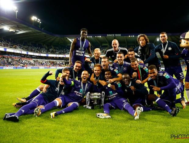 BLOG: Goleiro rival comete falha bizarra, e Anderlecht é campeão na Bélgica