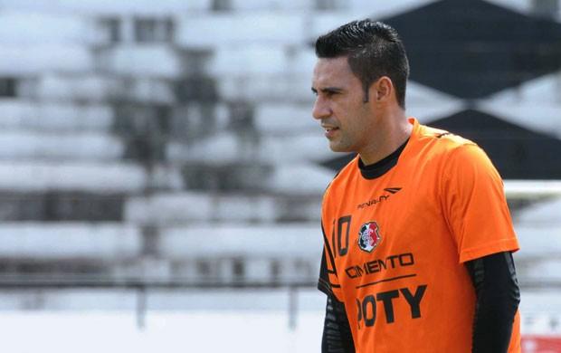 Luciano Henrique, meio-campo do Santa Cruz (Foto: Aldo Carneiro)