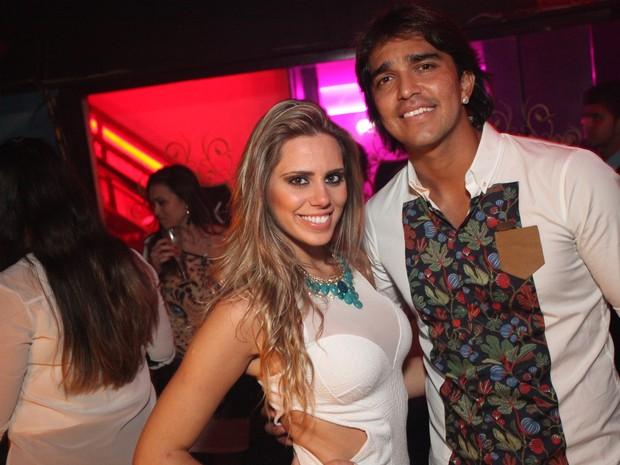 Marcelo Moreno, do Flamengo, com a mulher em boate na Zona Oeste do Rio (Foto: Marco Macedo/ Divulgação)