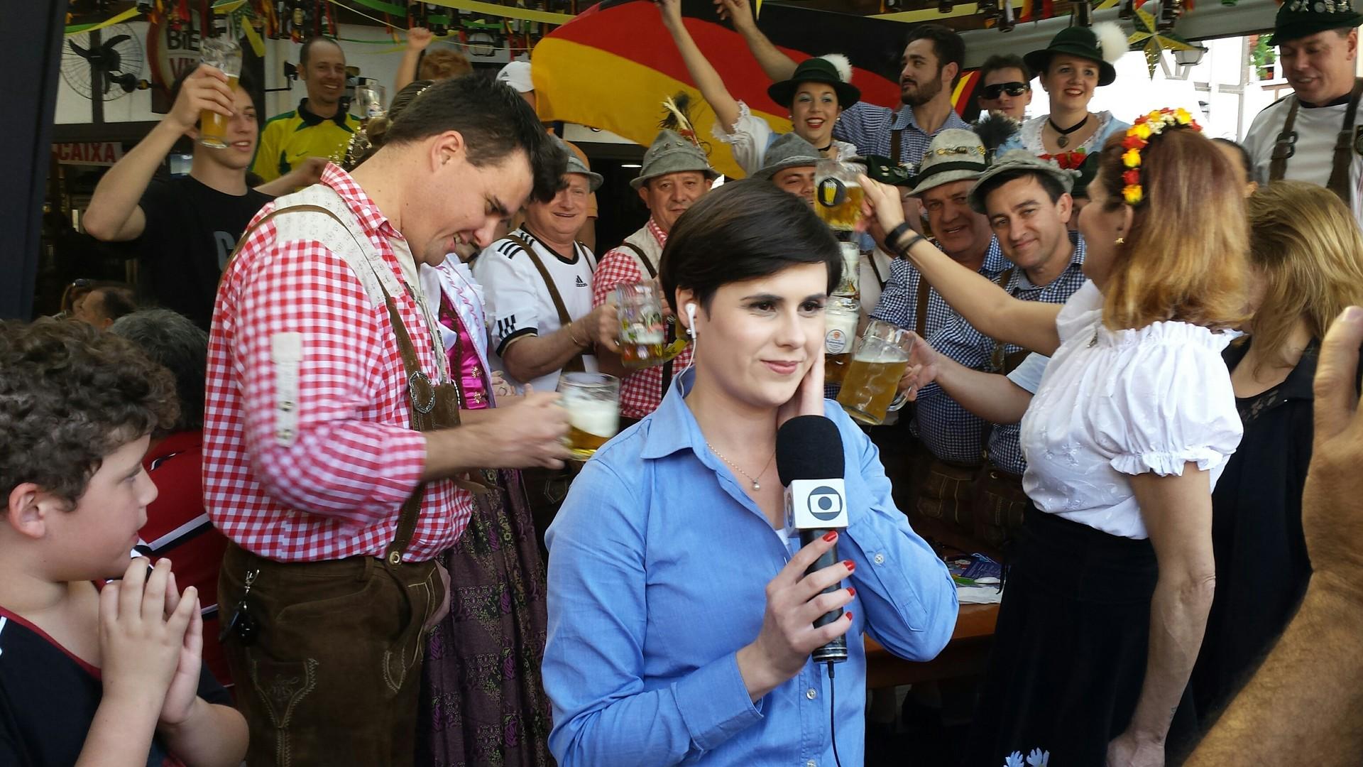 RBS TV acompanhou torcida da Alemanha em Blumenau (Foto: Bruna Neto)