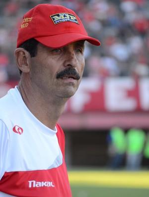 Duílio, técnico do America (Foto: Léo Borges)