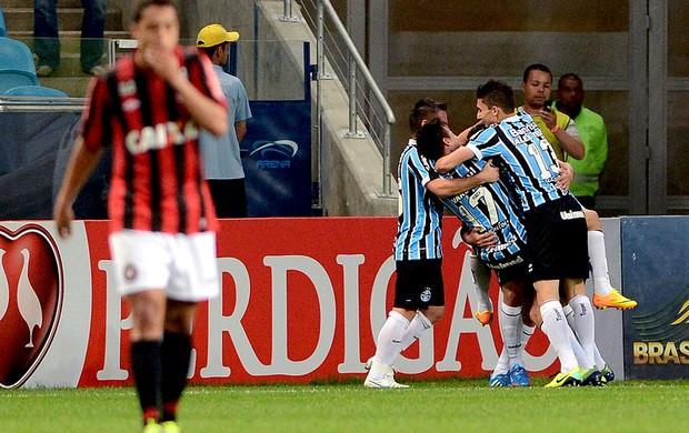 Riveros comemoração gol Grêmio contra Atlético-PR (Foto: Edu Andrade / Ag. Estado)